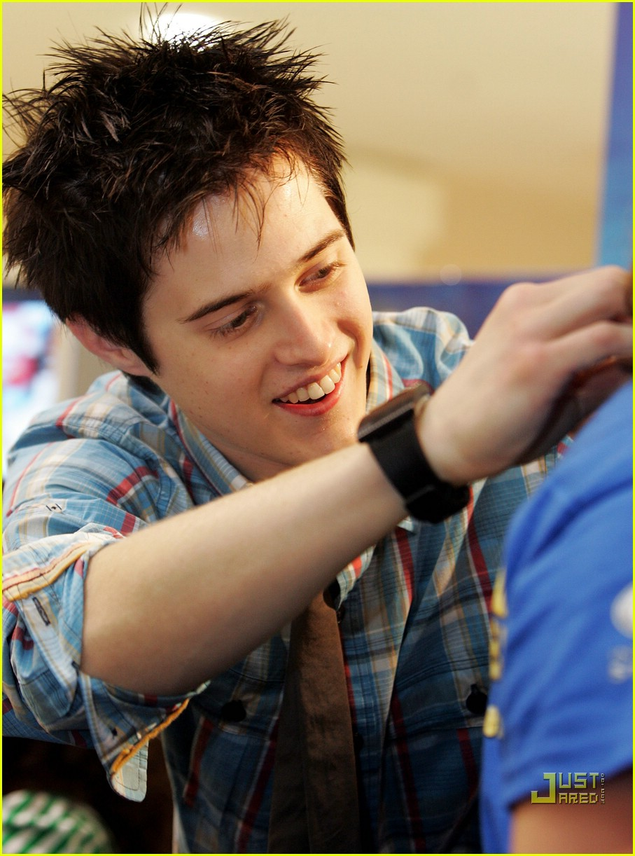 lucas grabeel let it snow