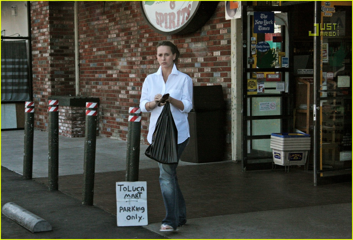 jennifer love hewitt market run 08