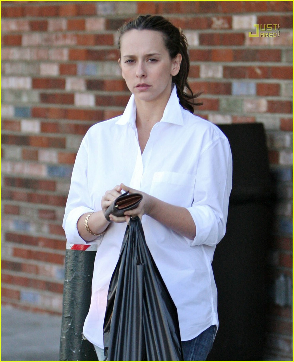 jennifer love hewitt market run 14