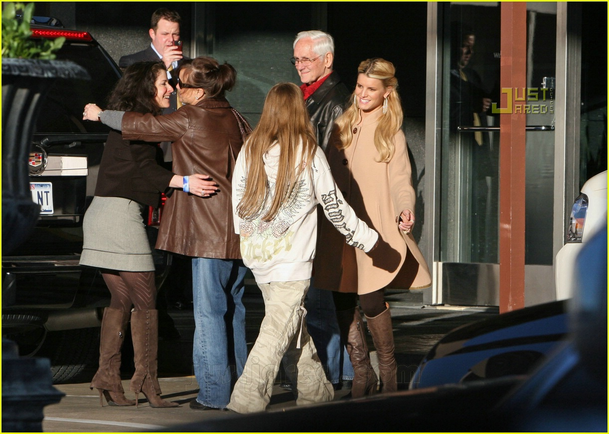 jessica simpson laying low 07812581