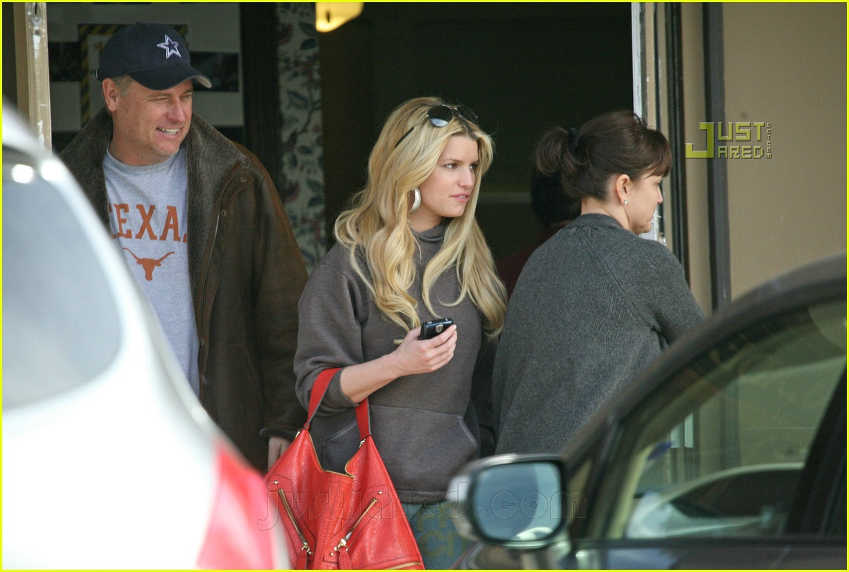 jessica simpson laying low 13812641
