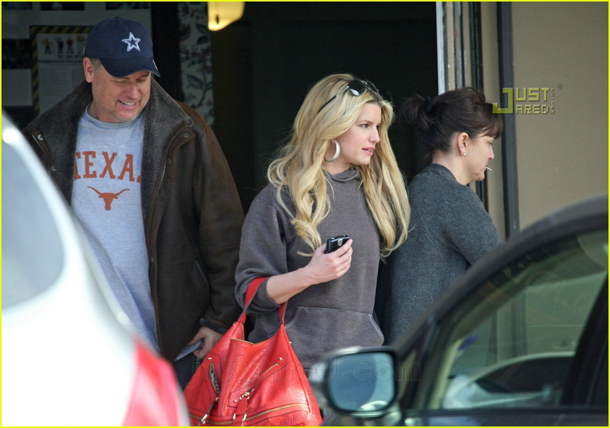 jessica simpson laying low 14812651
