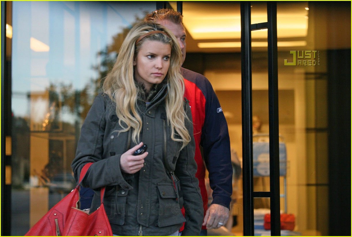 jessica simpson laying low 21812721
