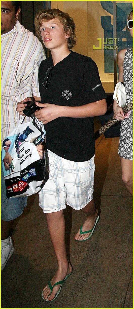 Paris Hilton Loses Inheritance To Charity Photo 819651