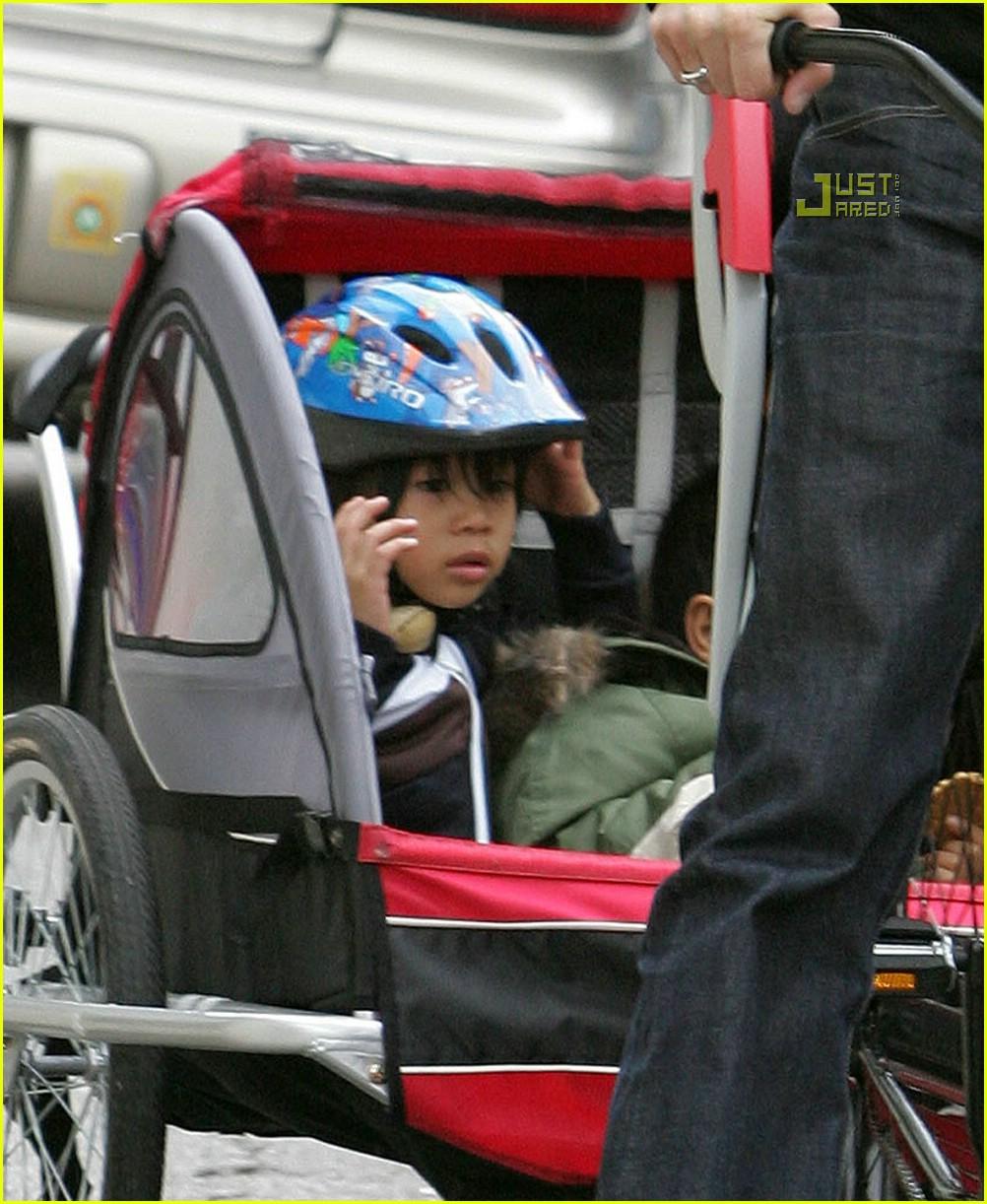 angelina jolie shiloh bicycle 07815321