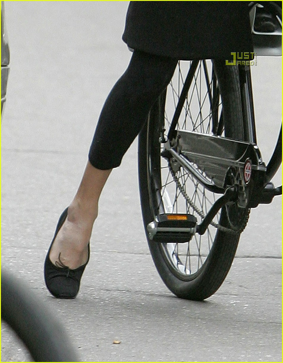angelina jolie shiloh bicycle 20815451
