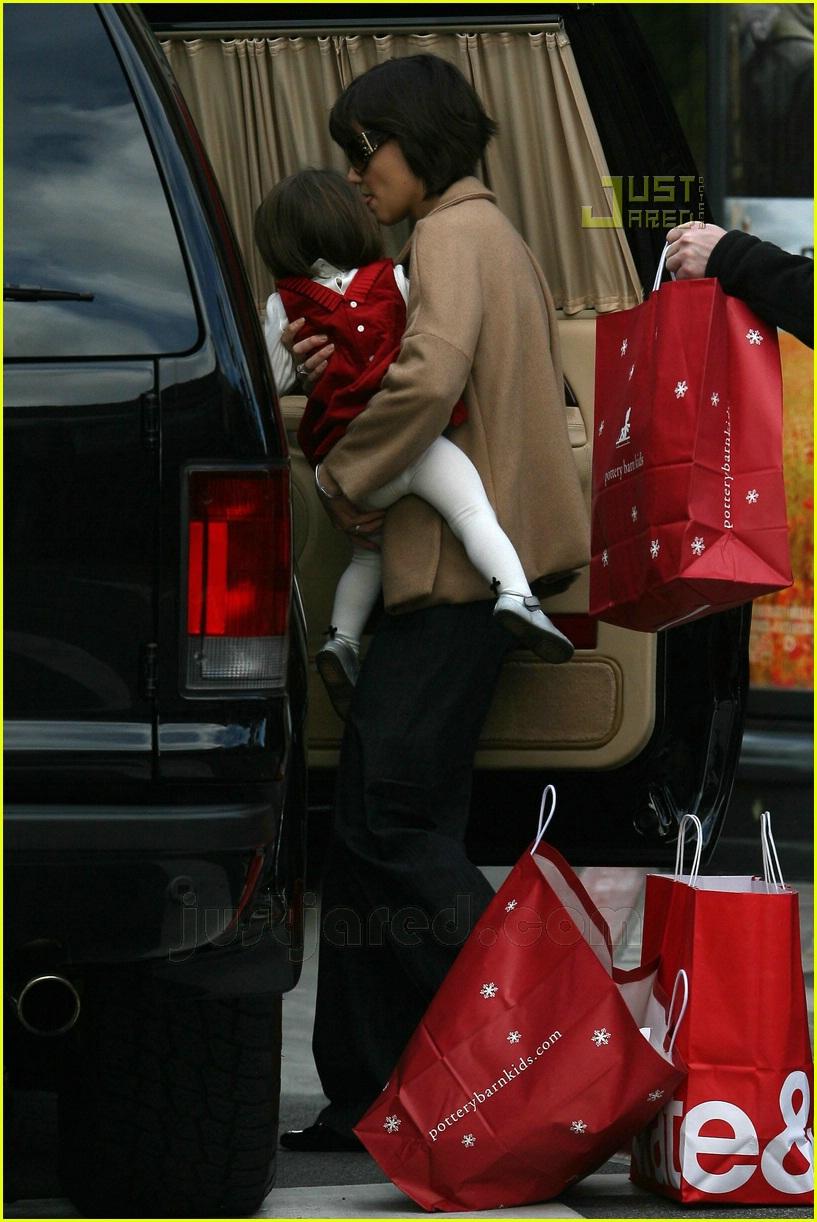 suri christmas shopping 05790981
