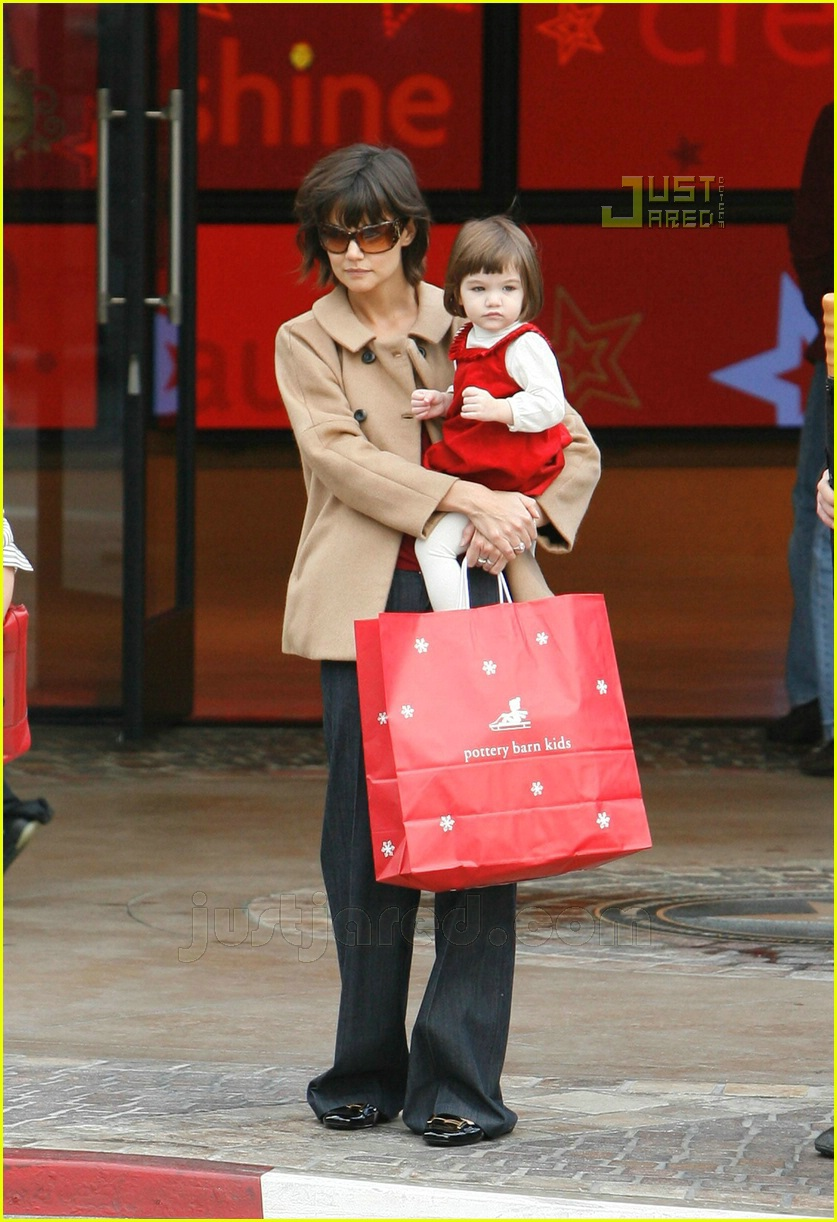 suri christmas shopping 13791061