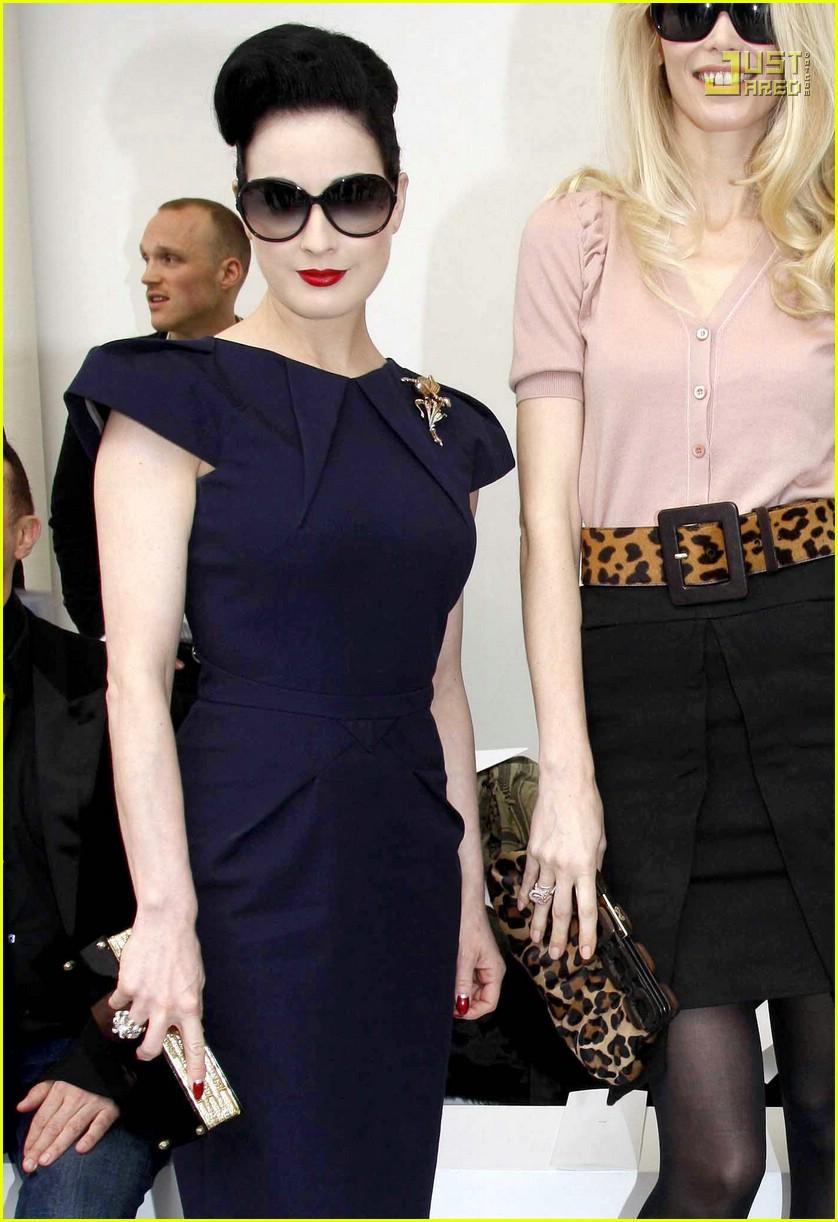 victoria beckham paris fashion week 02876171