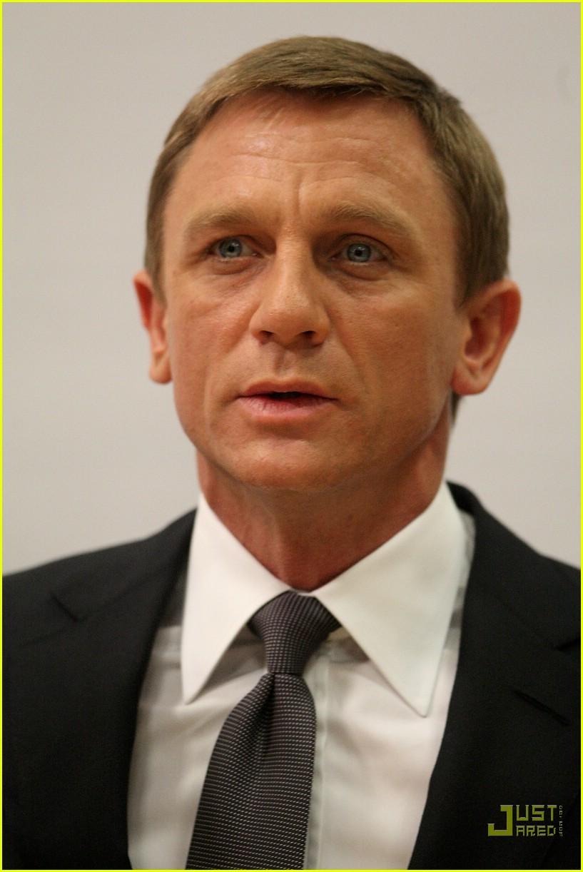 b03ead2b4b Daniel Craig Seeks His  Quantum of Solace   Photo 879591