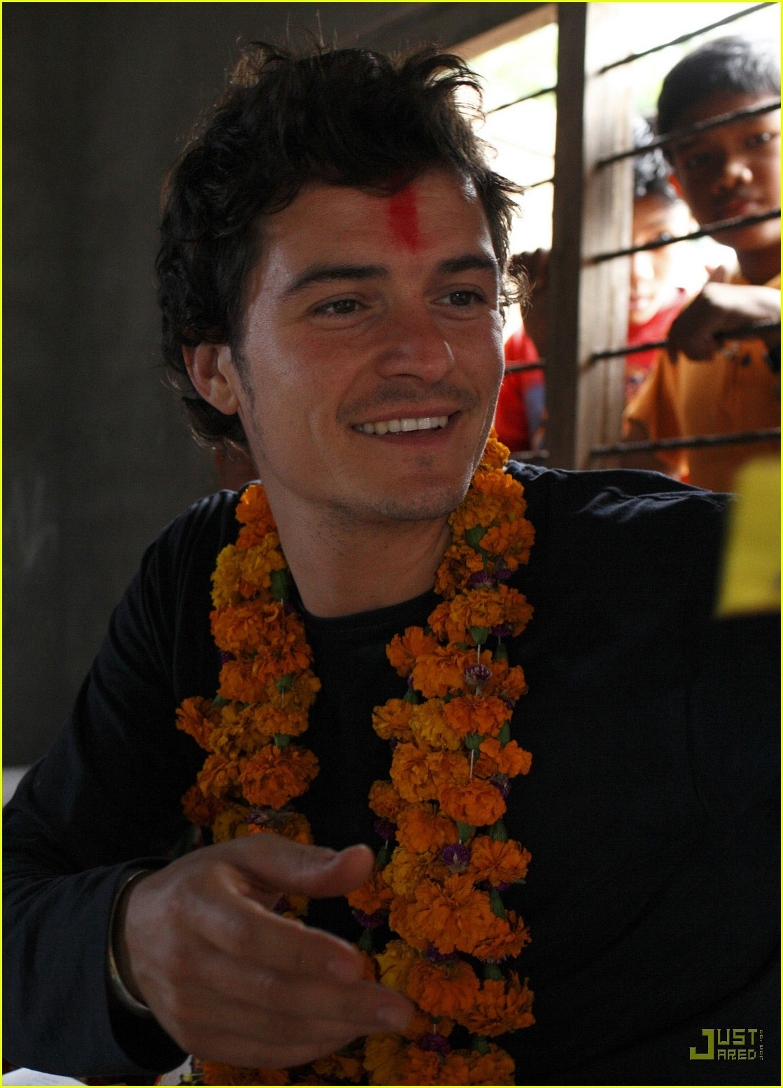 orlando bloom nepal 05846701