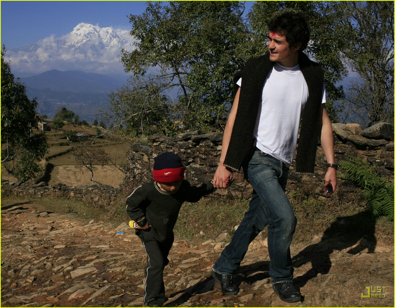 orlando bloom nepal 10846751