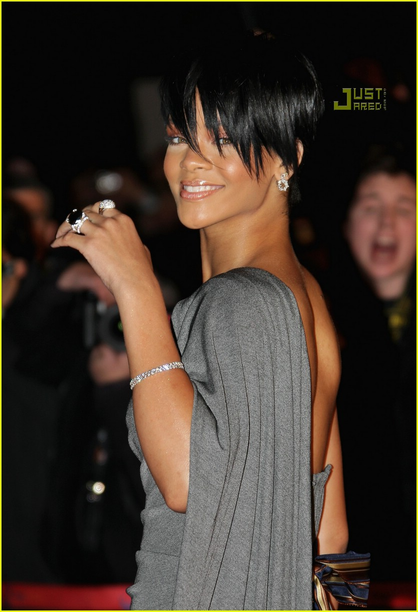 rihanna super short hair 06884301