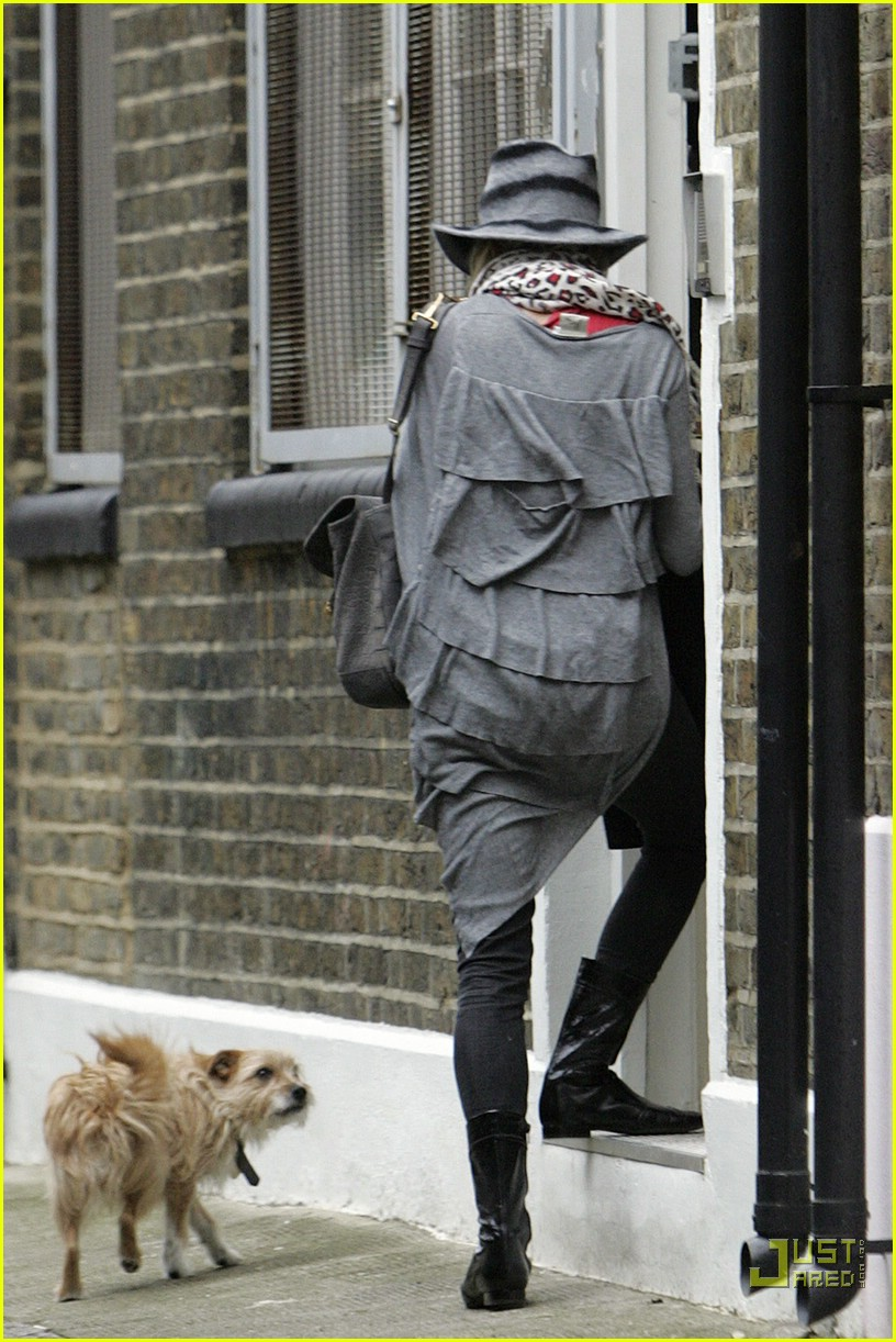 sienna miller professional dog walker 05879961