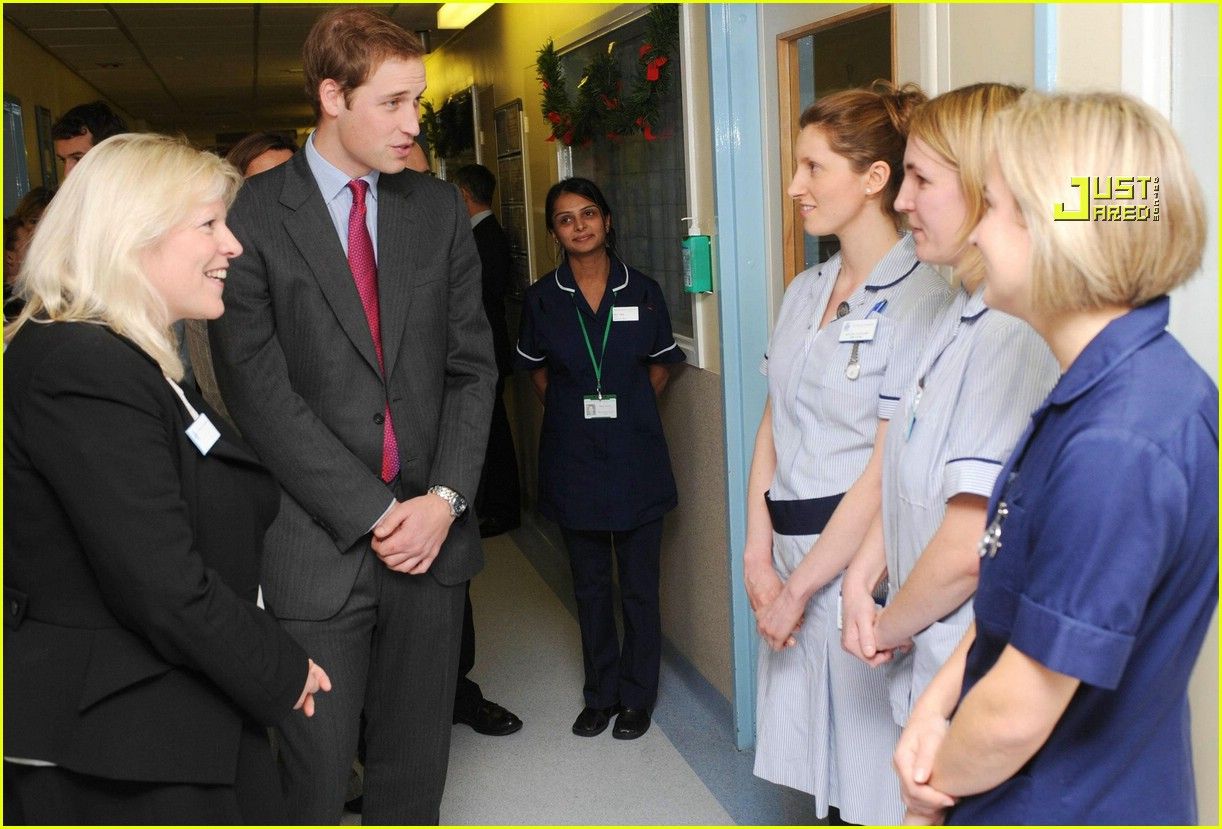 prince william visits hospital 01832091