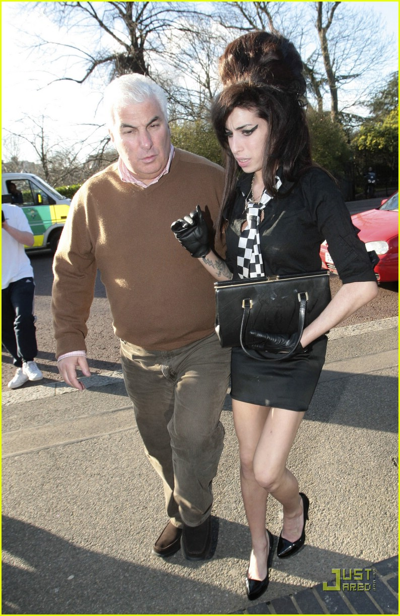 Full Sized Photo of am... Amy Winehouse
