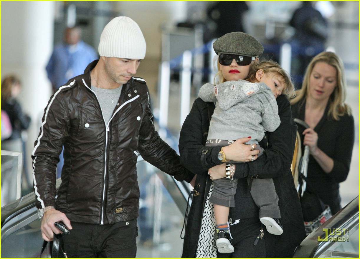 gwen stefani baby on board 11