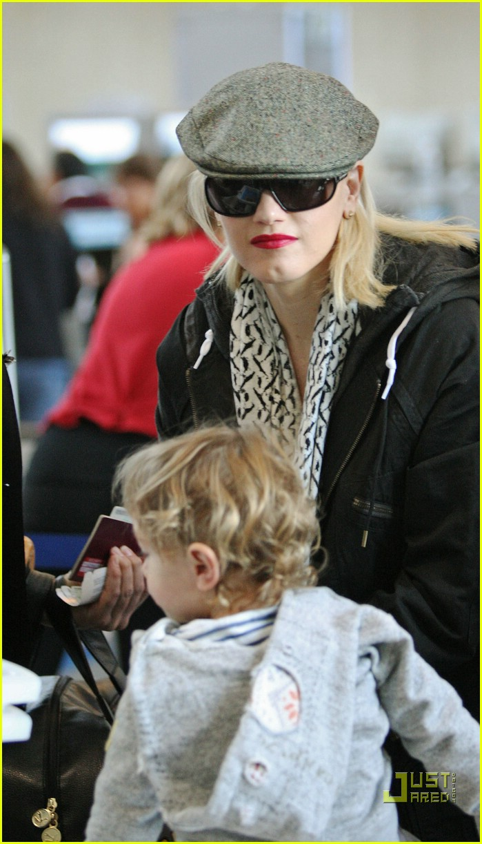 gwen stefani baby on board 17
