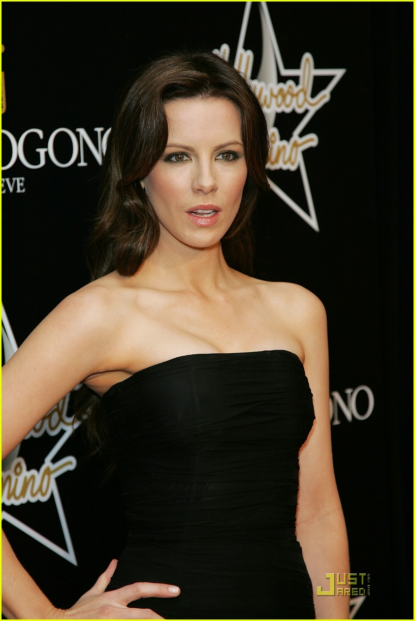 kate beckinsale pre oscars party 10948791