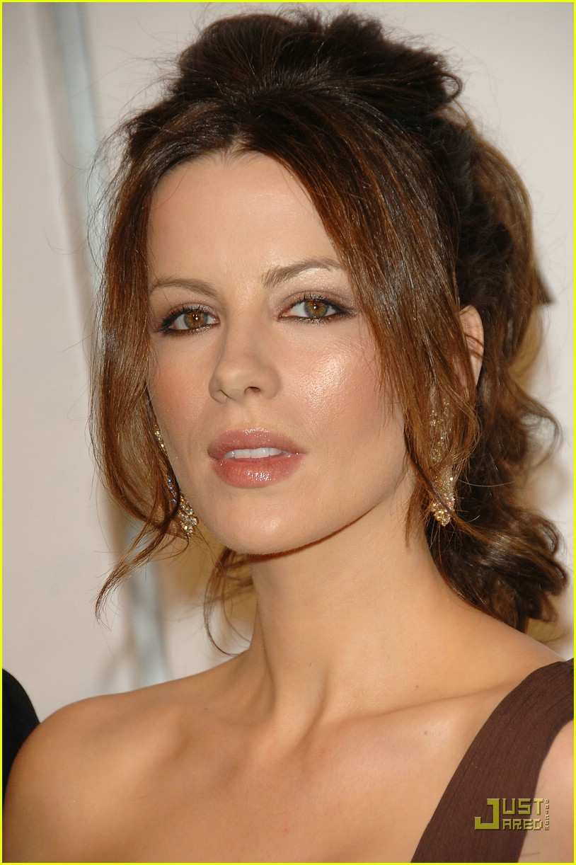 kate beckinsale versace 04955431
