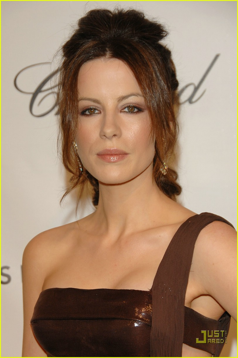 kate beckinsale versace 06955451