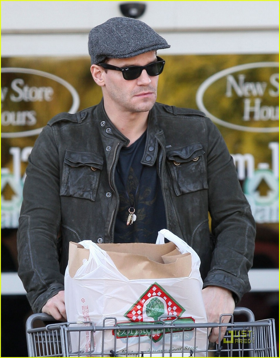 david boreanaz grocery shopping 04917691