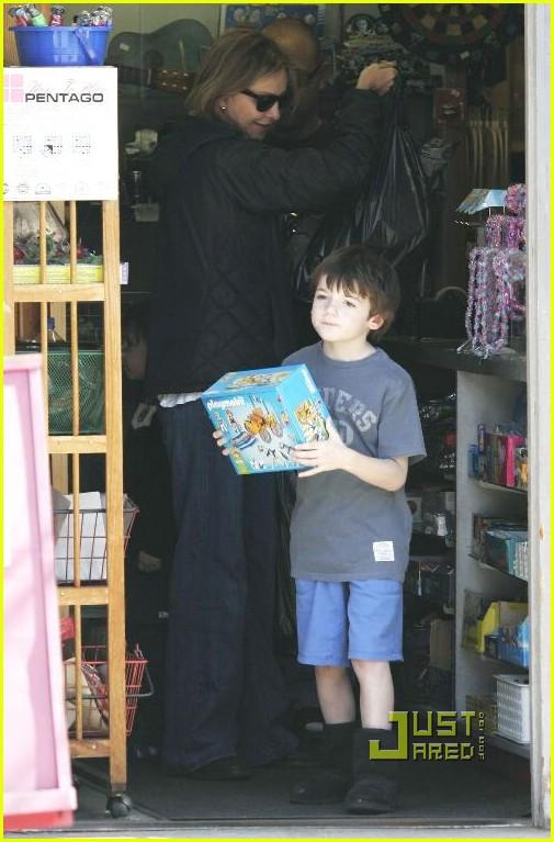calista flockhart toy store 16902201