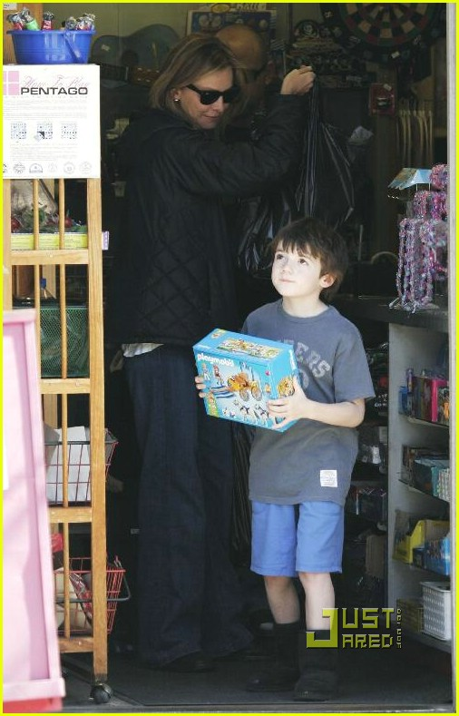 calista flockhart toy store 34902381