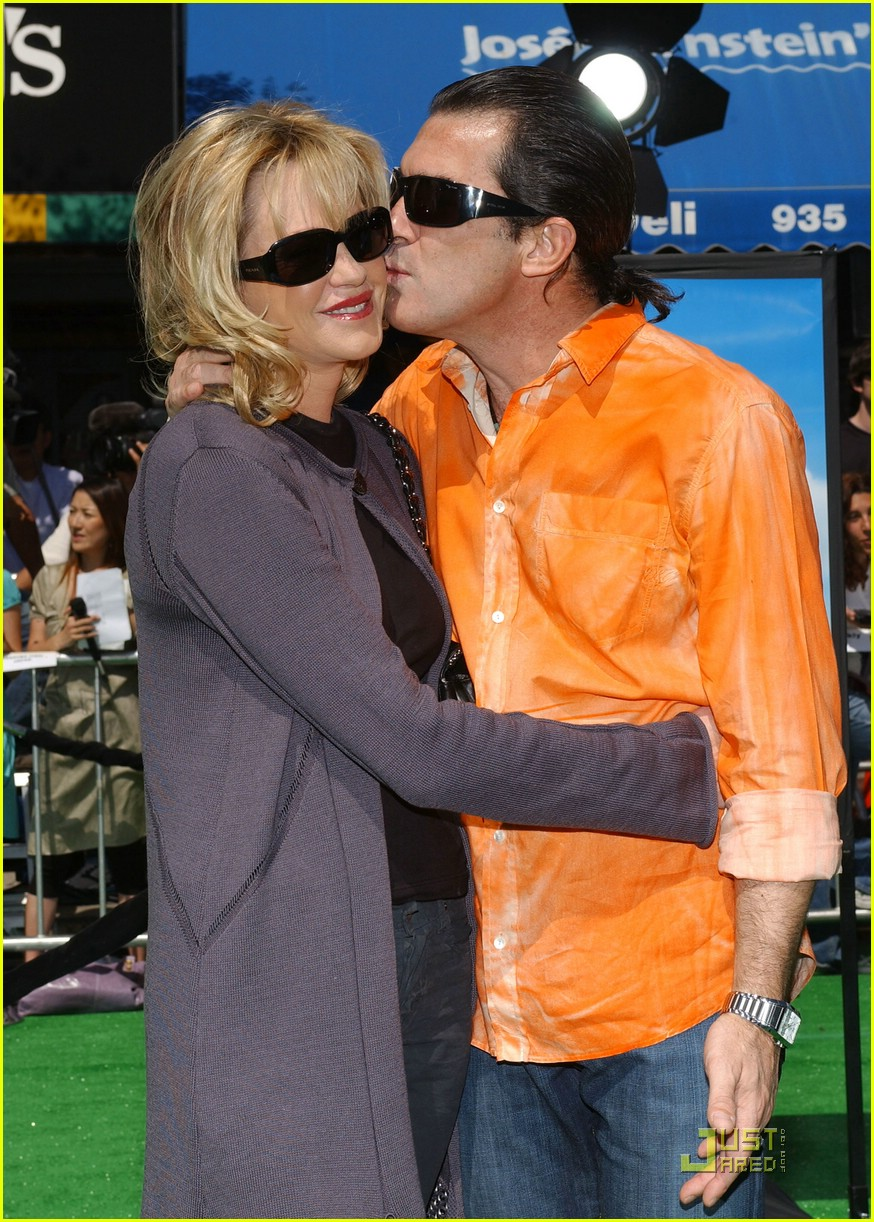 celebrity kisses 02932581