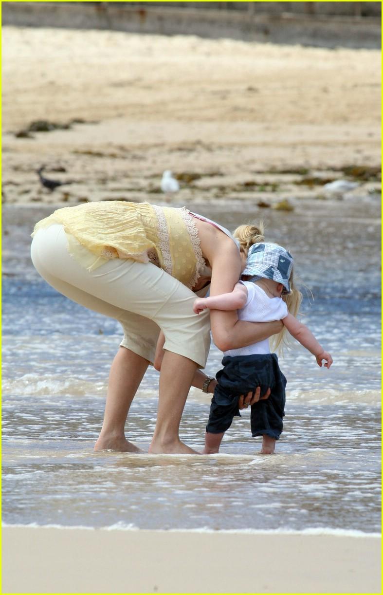 naomi watts sasha bondi beach 33940331