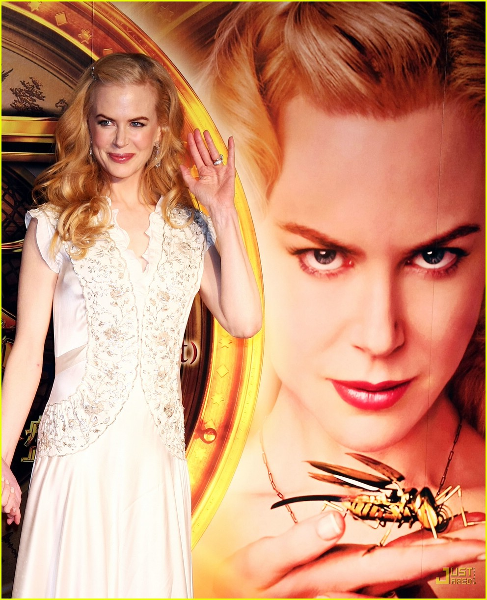 nicole kidman emphasizes baby bump 03945561