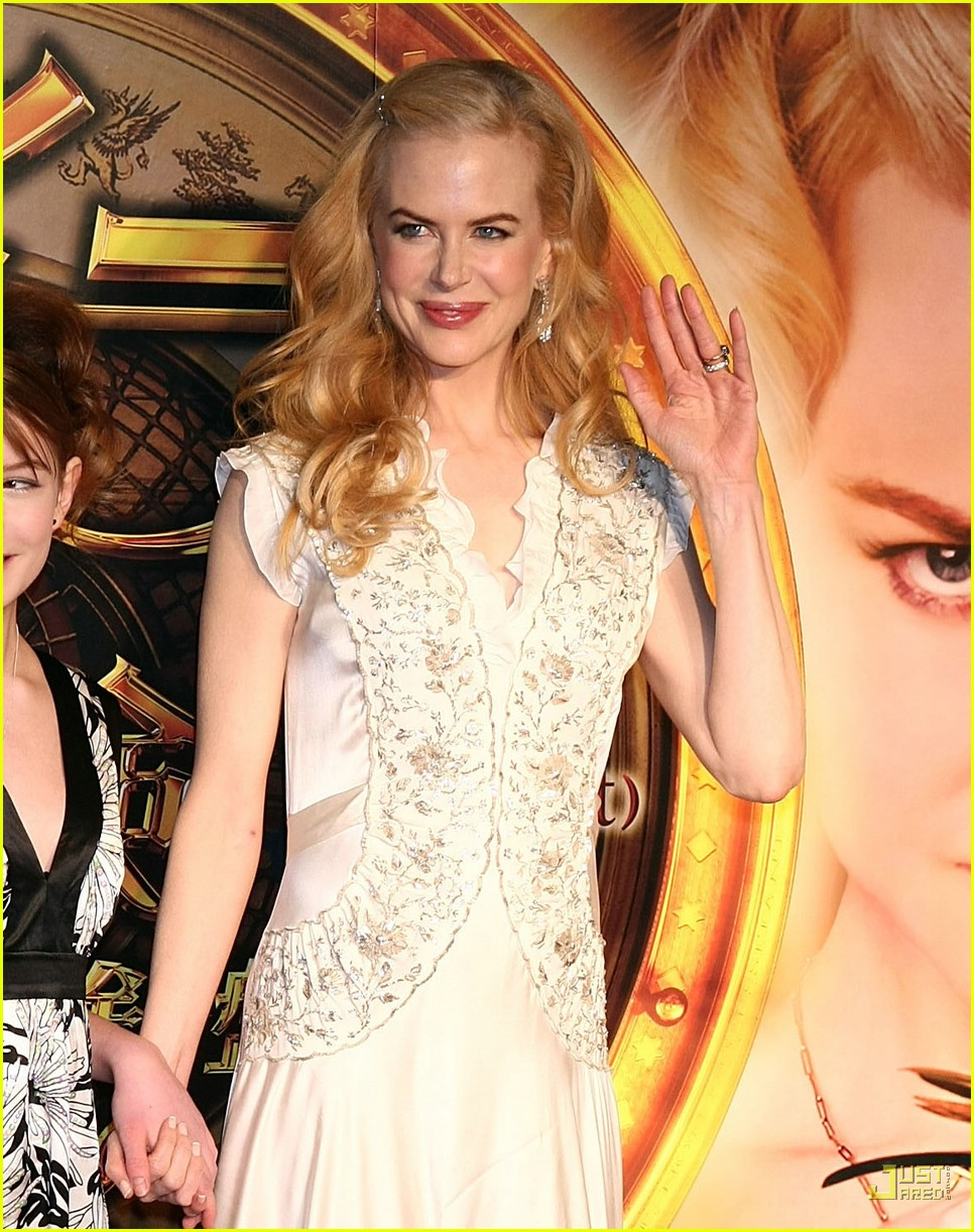 nicole kidman emphasizes baby bump 19945721