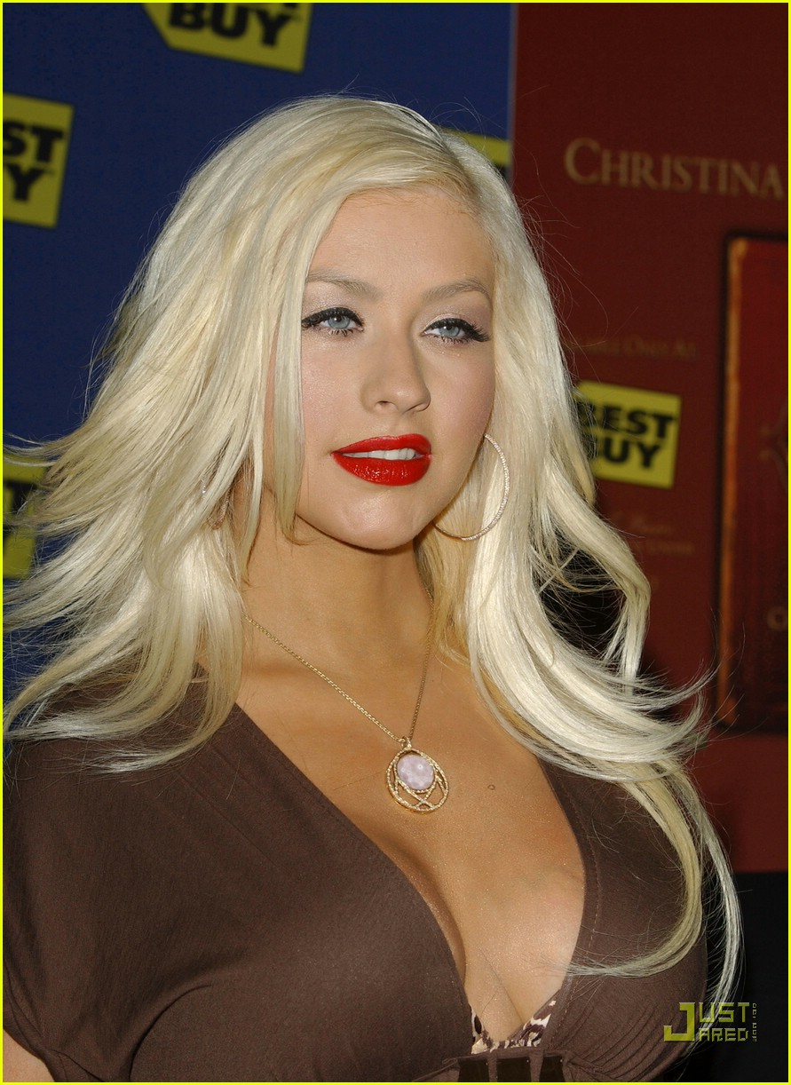 christina aguilera post pregnancy body 28910521