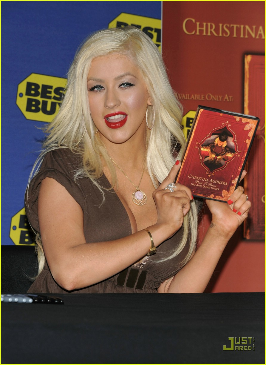 christina aguilera post pregnancy body 29