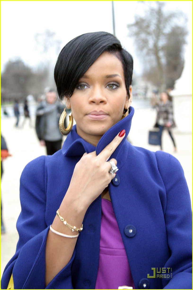 rihanna paris fashion week 01965891