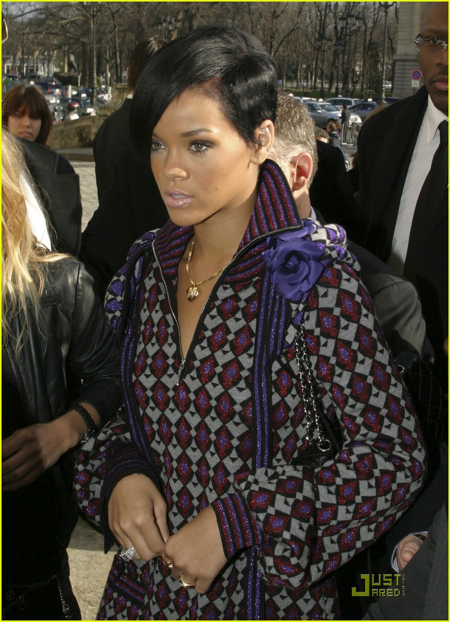 rihanna paris fashion week 12966001