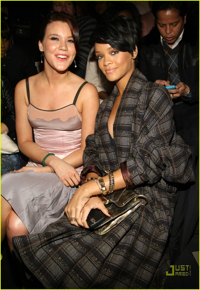 rihanna ny fashion week 02906751