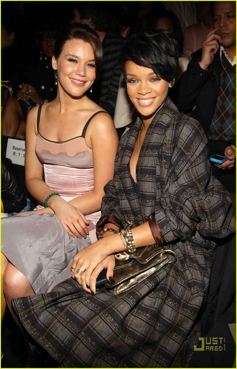 rihanna ny fashion week 24
