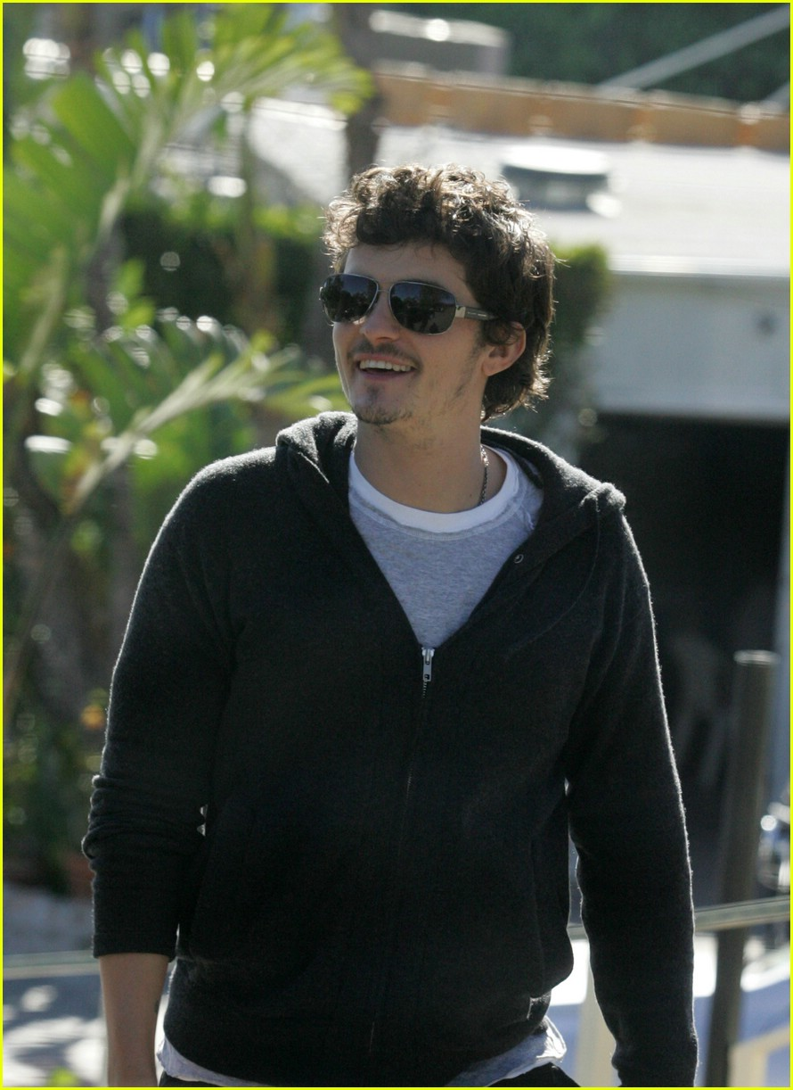 orlando bloom behind 03
