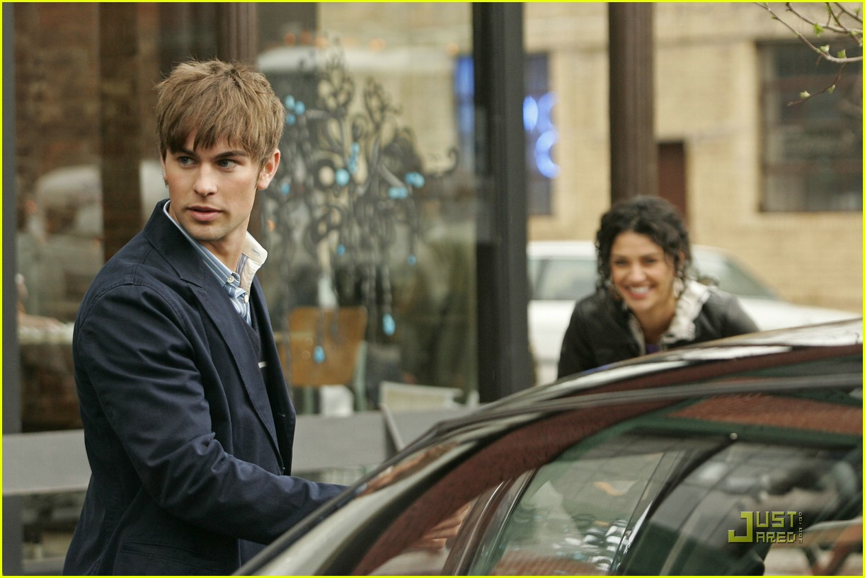 chace crawford kissing jessica szohr 03