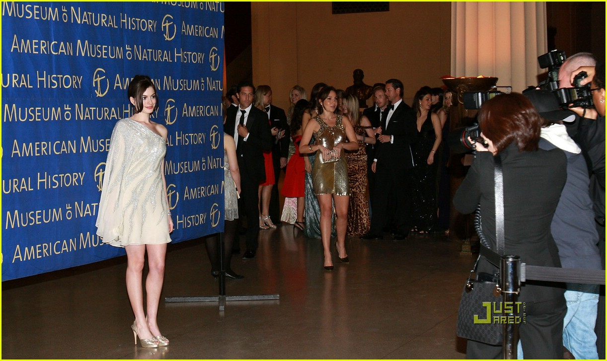 anne hathaway museum of natural history 20987861