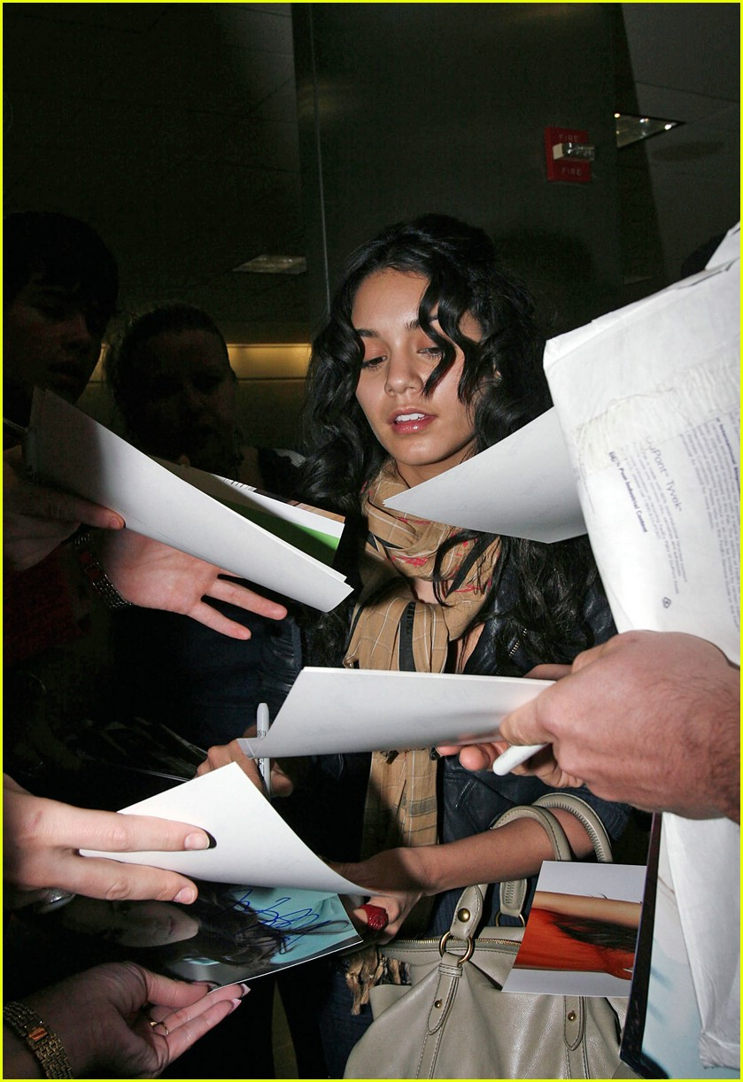 vanessa hudgens lands lax 01