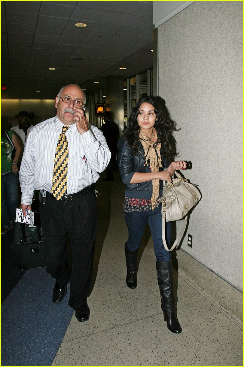 vanessa hudgens lands lax 051012511