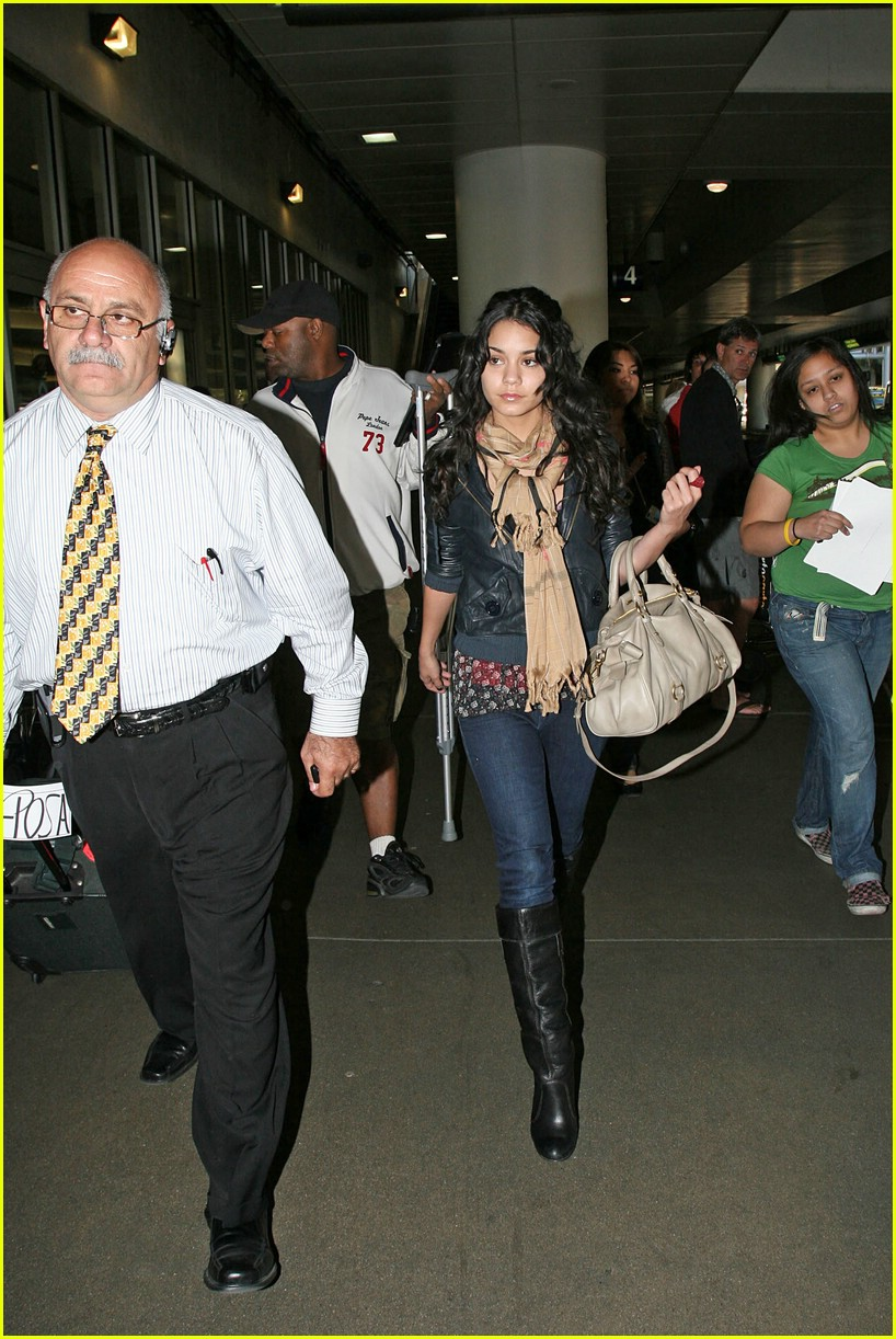 vanessa hudgens lands lax 09