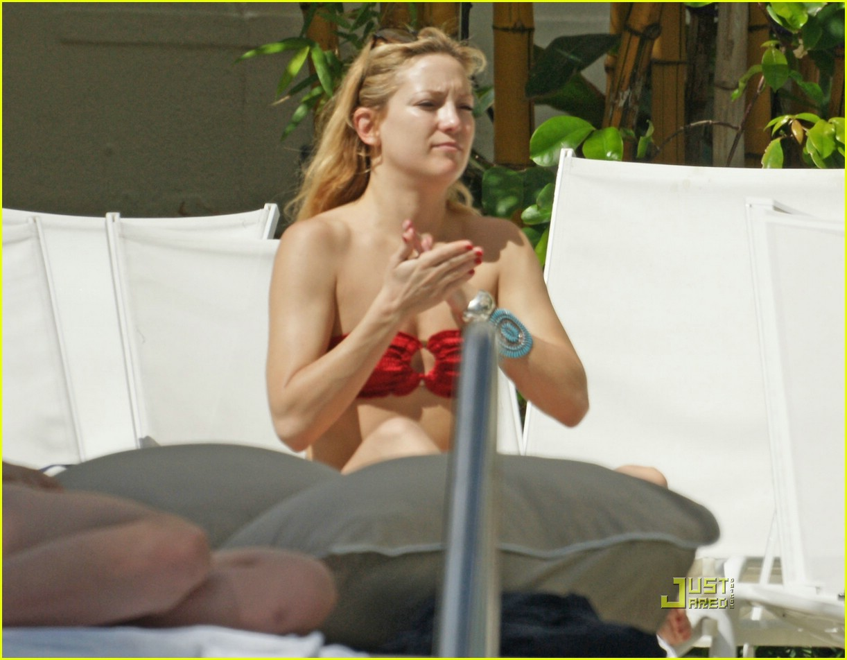 kate hudson ryder pool 26