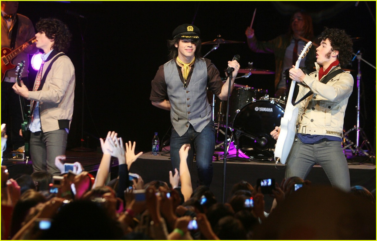 jonas brothers hard rock cafe 771012181