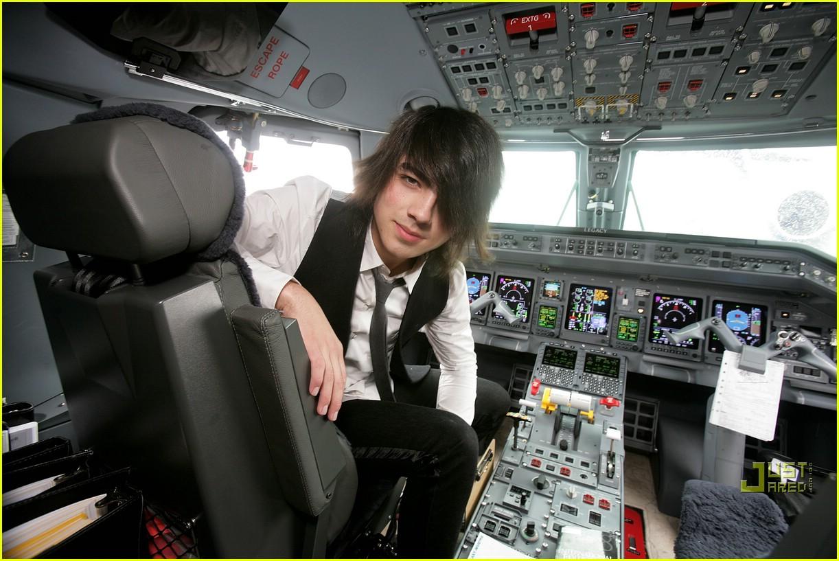 jonas brothers private jet 03982801