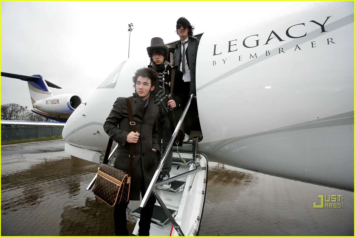 jonas brothers private jet 05982821