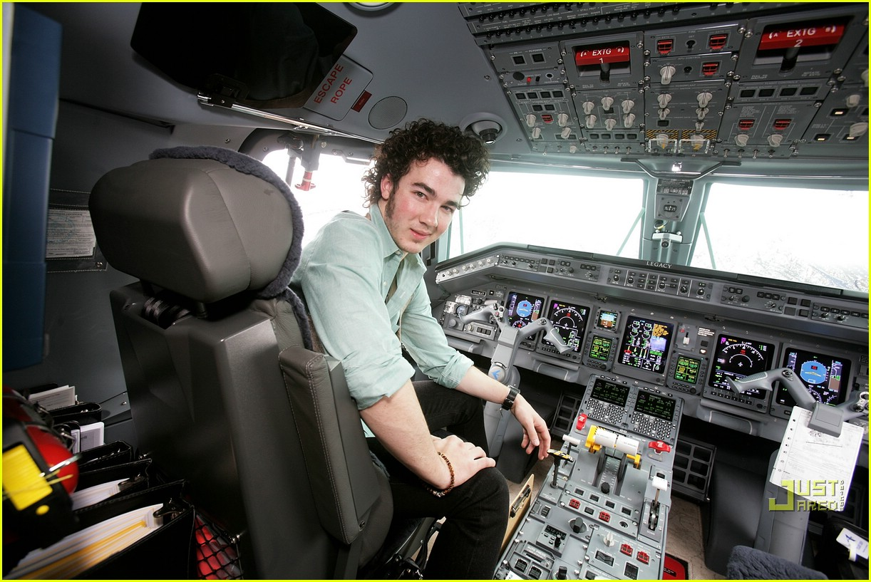 jonas brothers private jet 08982851