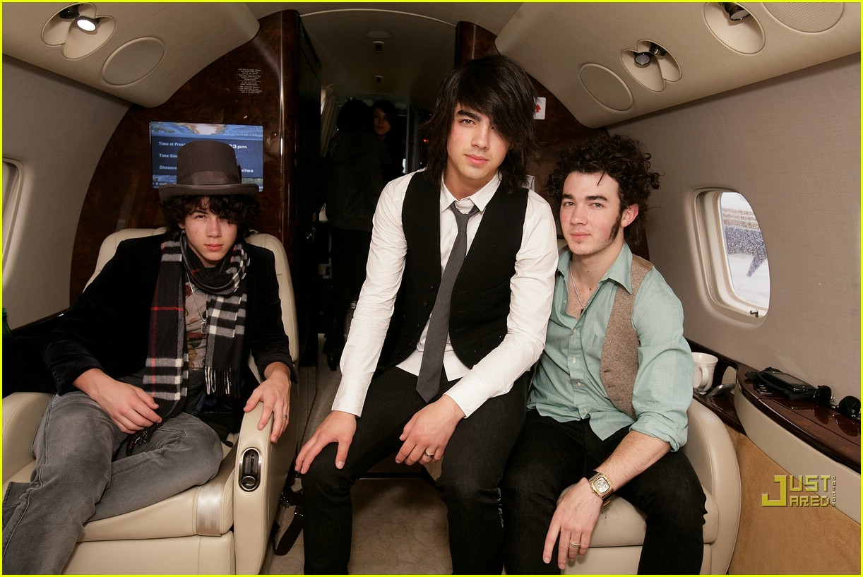 jonas brothers private jet 12982891
